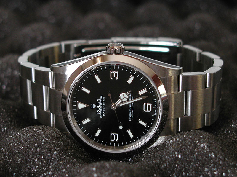 recherche d'une montre de ville habillée Exp02